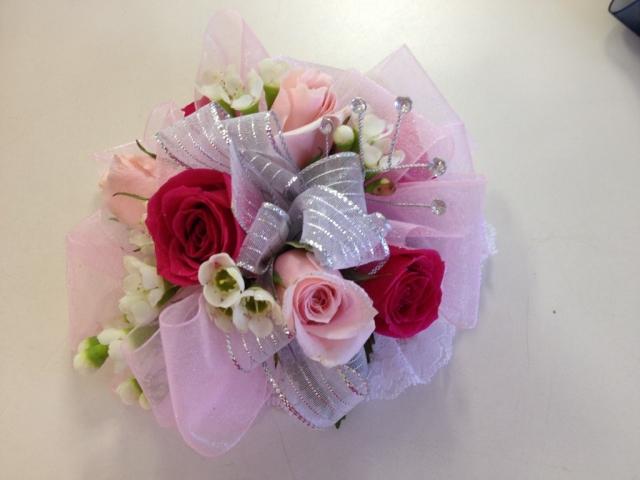 Wristlet - Spray Roses