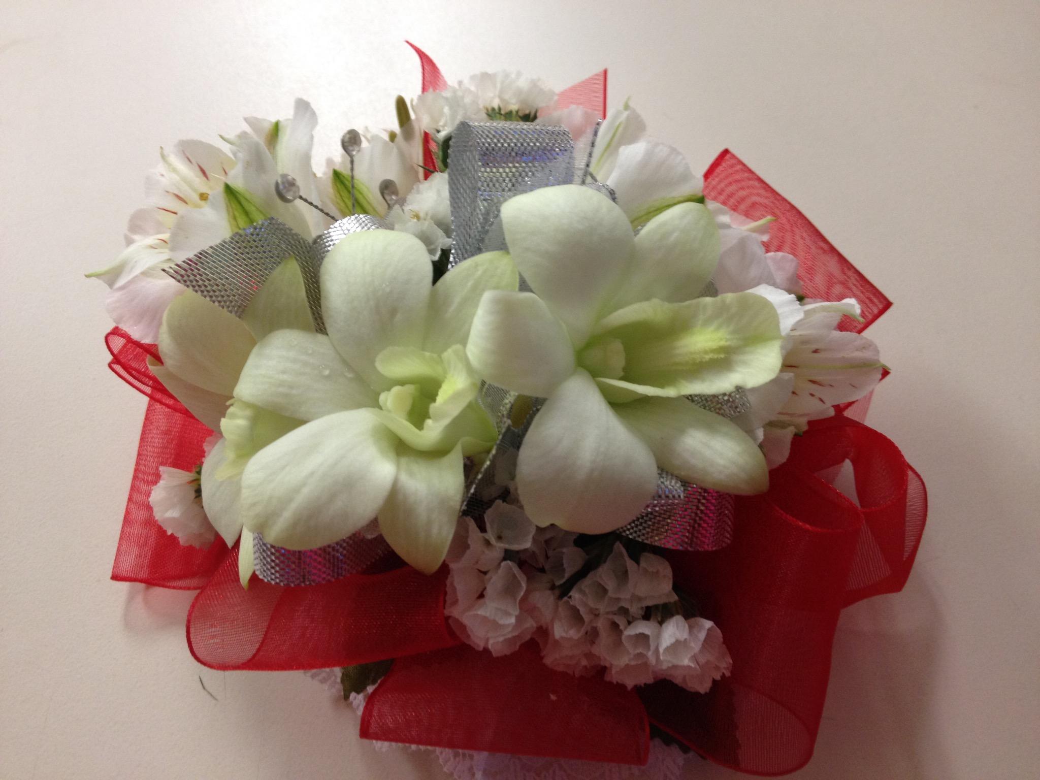 Wristlet - Orchid, White Alstroemeria