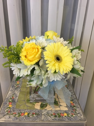 Every Day Arrangement - Cube Vase, Roses, Gerbera Daisy